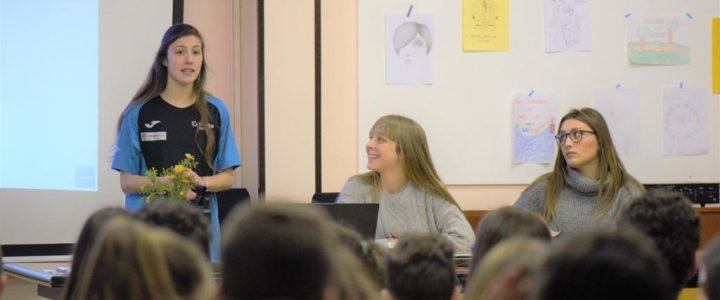 """Deportistas y estudiantes de UNEATLANTICO visitan distintos centros escolares para hablar sobre """"Mujer y Deporte"""""""