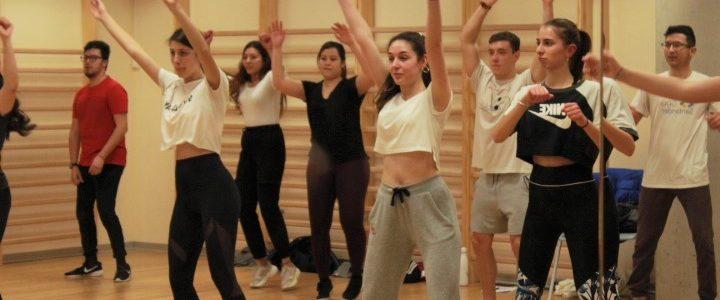 La escuela Yolanda Cano imparte un taller de baile en nuestro campus universitario